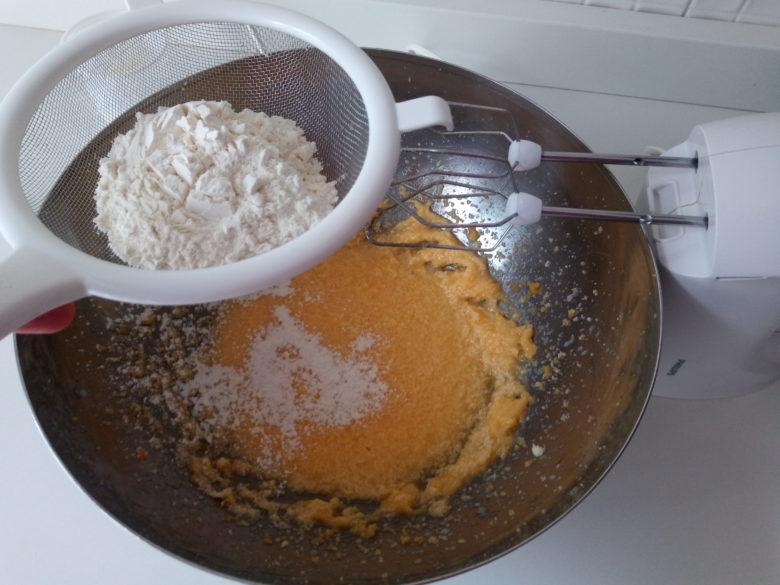aggiungere un pò di farina
