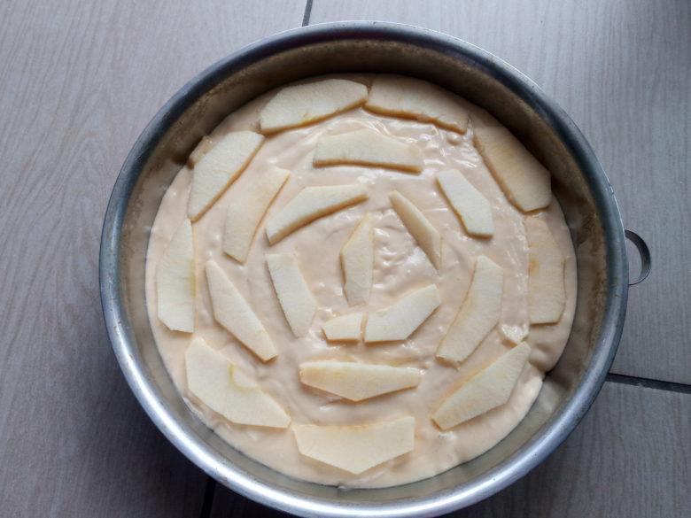 coprire superficie con altre fettine di mela