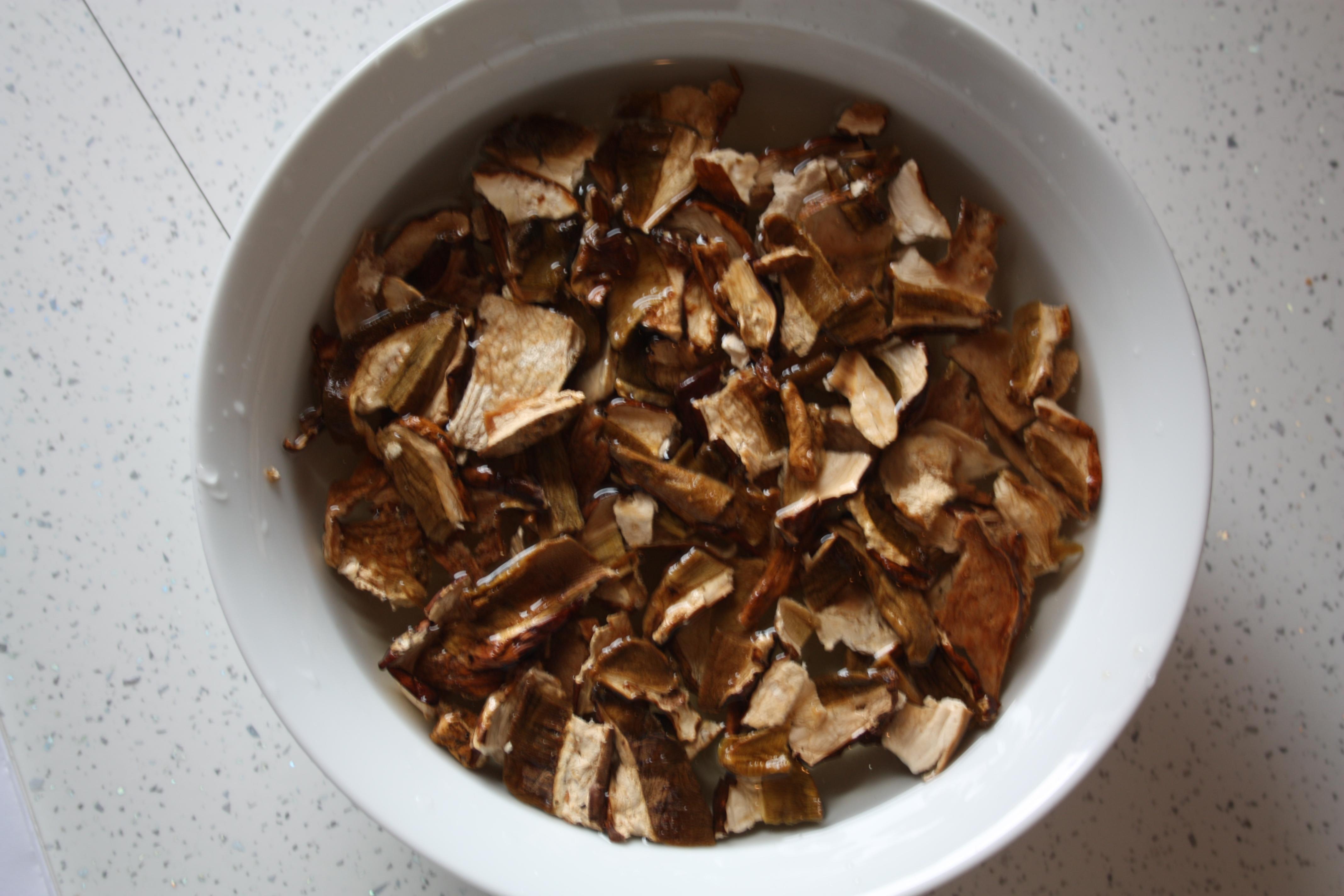 Risotto ai funghi porcini secchi - Funghi secchi a bagno ...