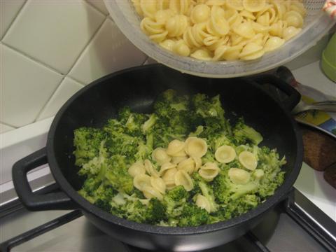 Orecchiette-ai-broccoli-baresi