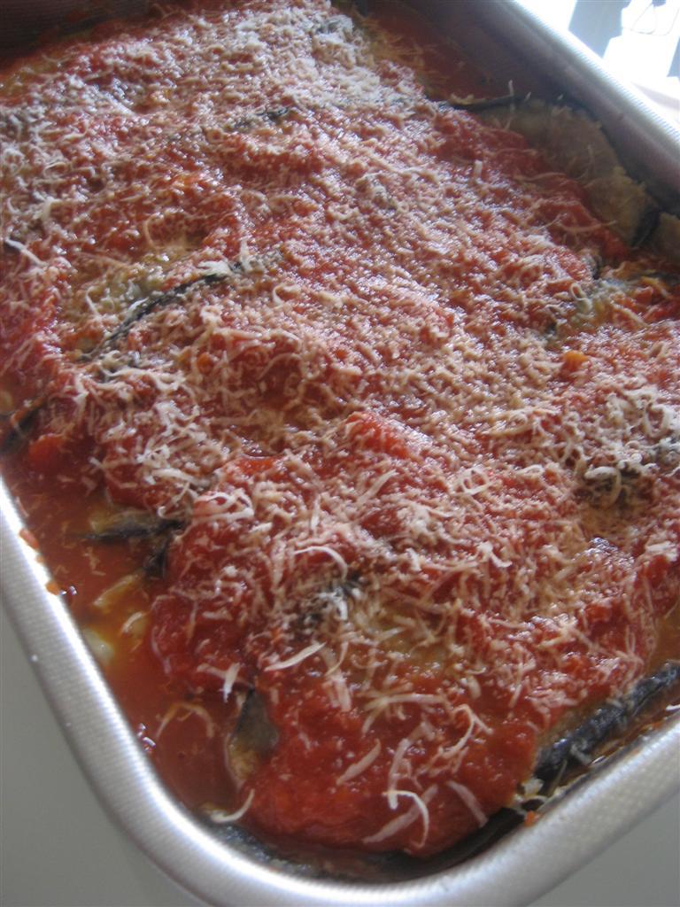 Coprire l'ultimo strato di salsa e parmigiano
