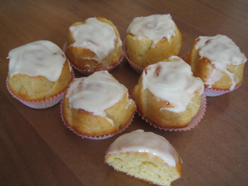 Muffin alla lavanda glassati al limoncello