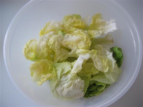 Lavare e tagliare l'insalata