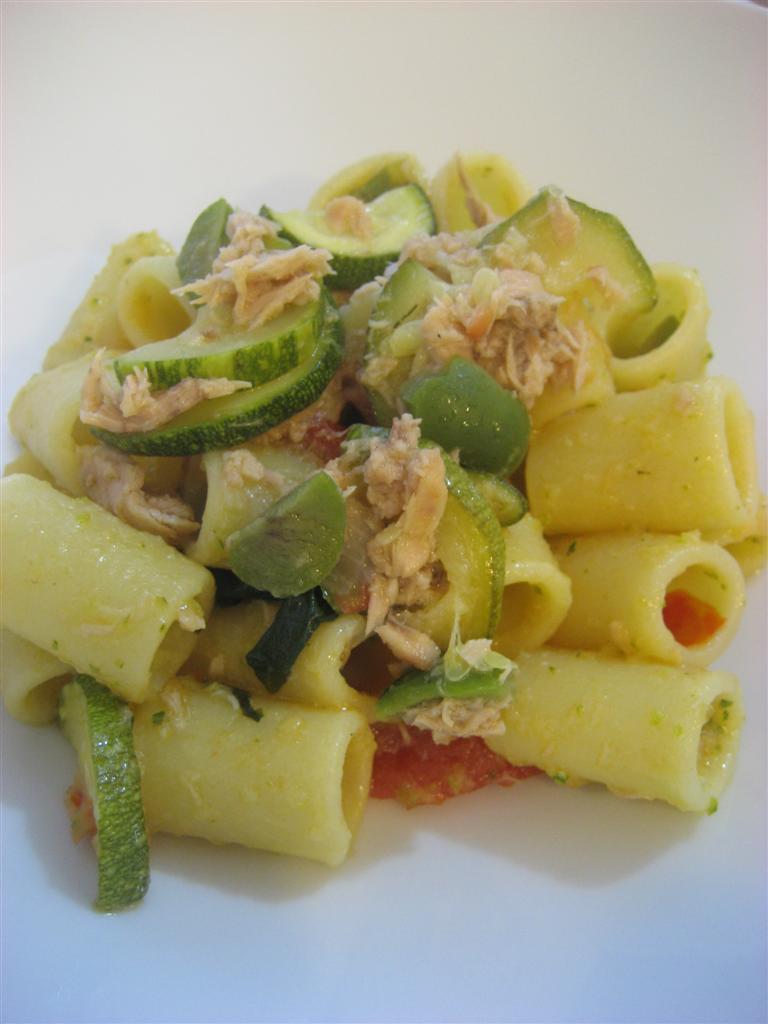 Presentazione pasta zucchine e tonno