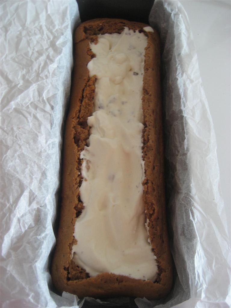 Versare la farcitura all'inteno del plum cake
