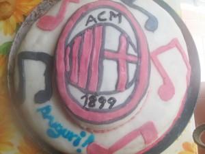 "Torta ""Milan"" in pasta di zucchero"