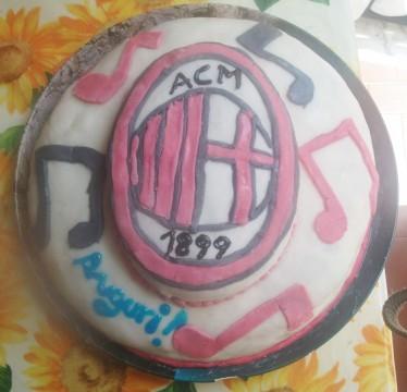 """Presentazione torta """"Milan"""" in pasta di zucchero"""