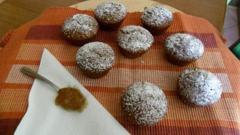 Spolverizzare di zucchero a velo e servire.