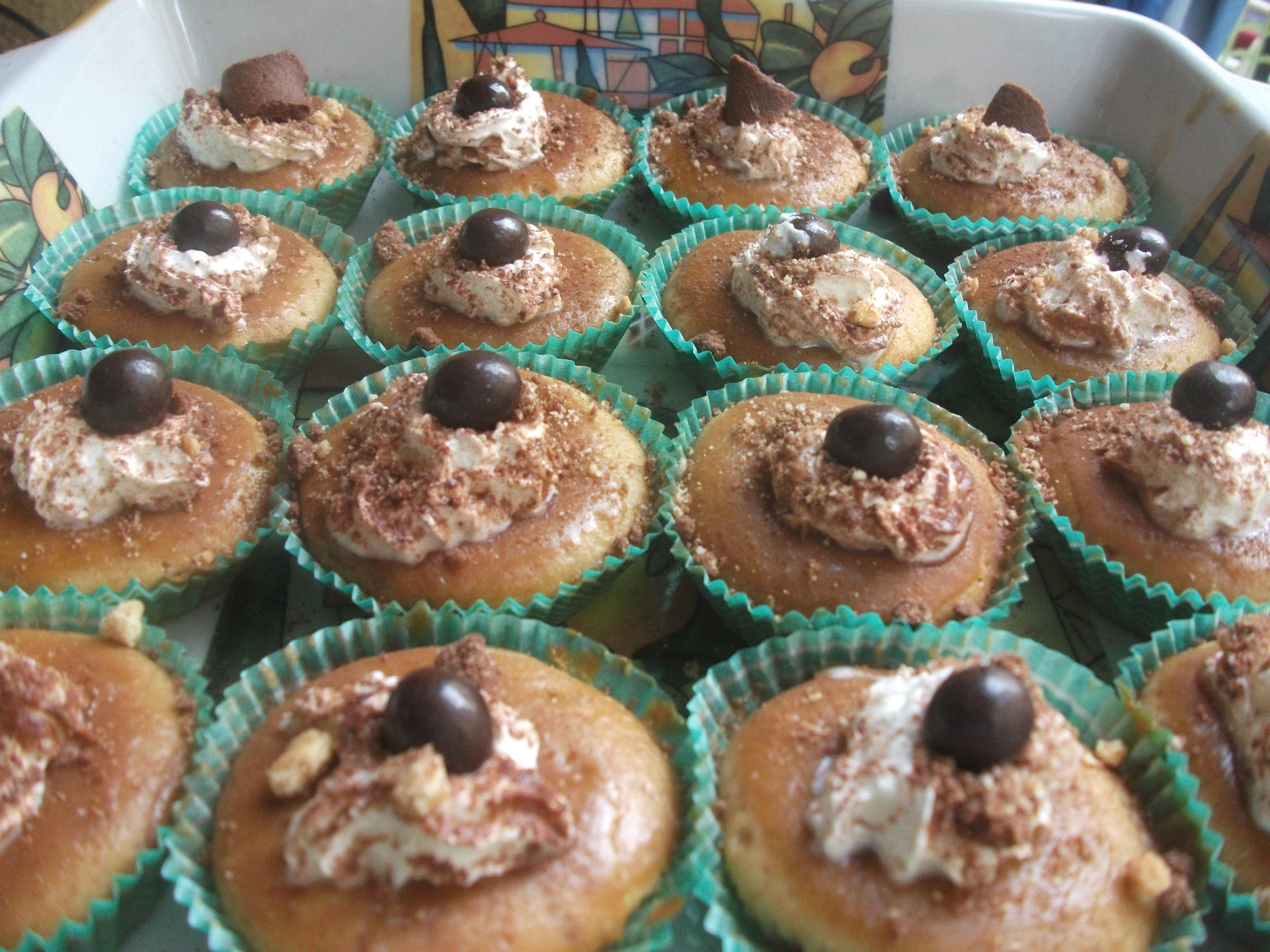 Presentazione cupcakes al cappuccino con glassa al caffè