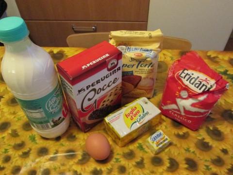 Ingredienti per i pangoccioli con gocce di cioccolato