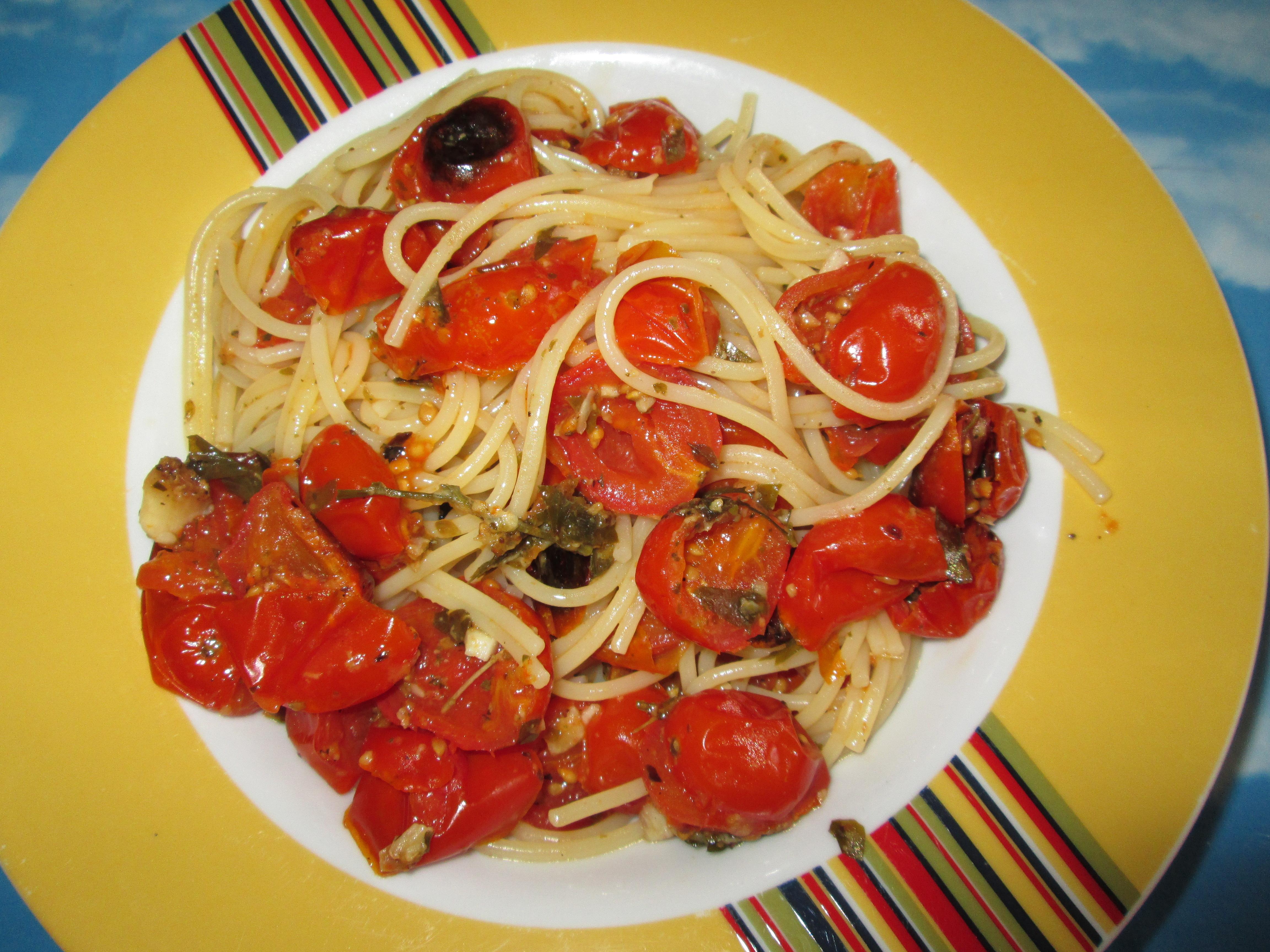 Spaghetti con pomodori al forno