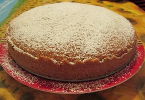cospargere la torta con zucchero a velo