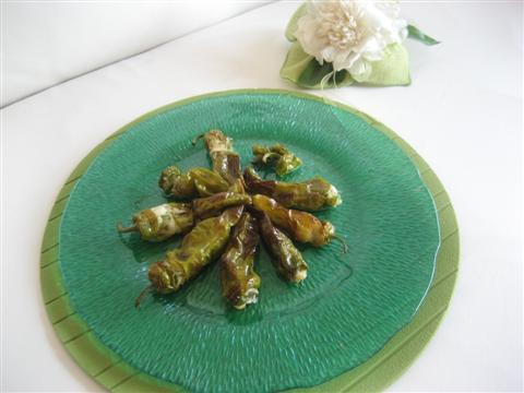 Peperoncini verdi ripieni