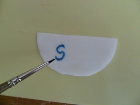 dipingere sulla pasta di zucchero