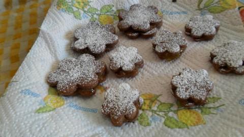 Presentazione biscotti cacao e confettura di fichi