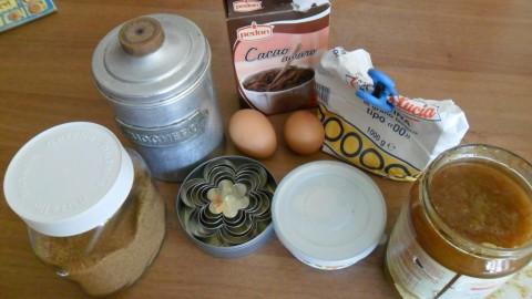 Ingredienti biscotti cacao e confettura di fichi