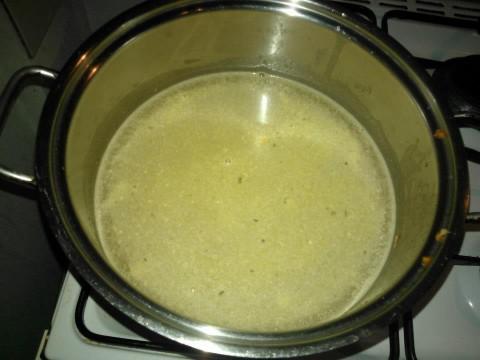 Adesso aggiungete l'acqua calda e lasciate cuocere 20 minuti circa.