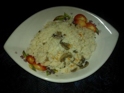 Ora aggiungete i surimi, i funghi e condite con l'olio d'oliva e se c'è bisogno correggere di sale.