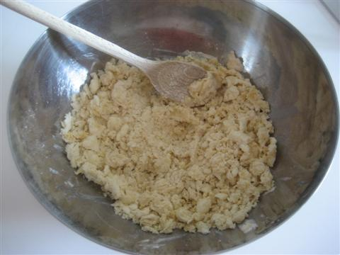 mescolare tutti gli ingredienti con un mestolo di legno