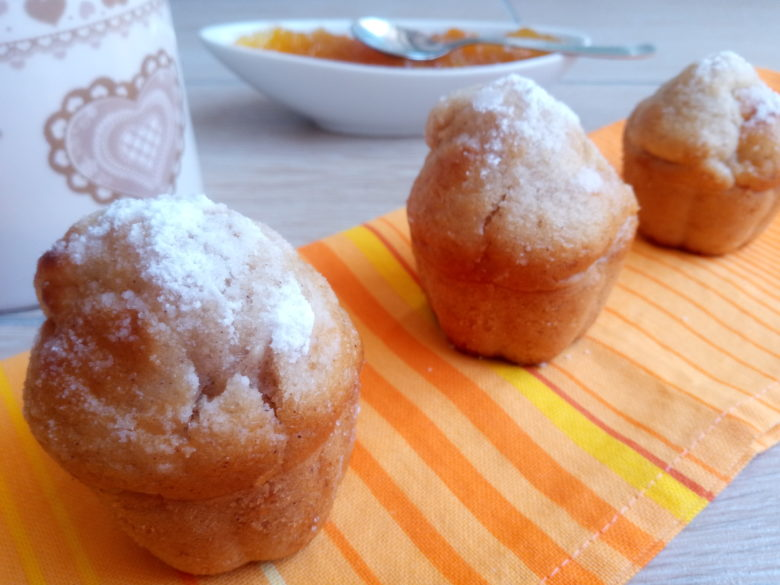 Muffin alle mele con cannella e marmellata d'albicocche