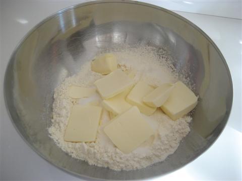 aggiungere zucchero e burro