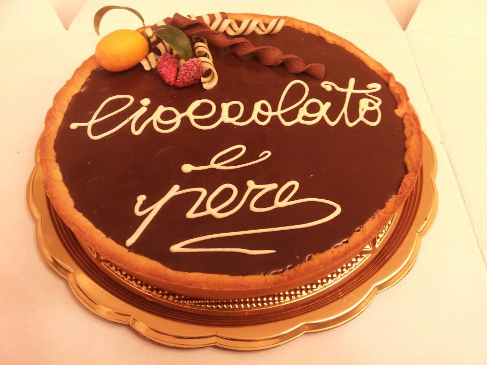Presentazione crostata cioccolato e pere