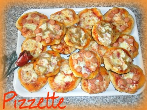 Le nostre belle profumate ed invitanti pizzzette sono pronte e servite !