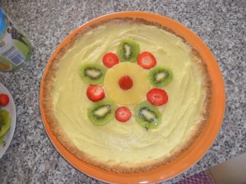Iniziare a decorare la nostra crostata con la frutta. Non ci resta che preparare la gelatina!!