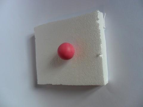 Per modellare la faccina iniziate facendo una pallina.