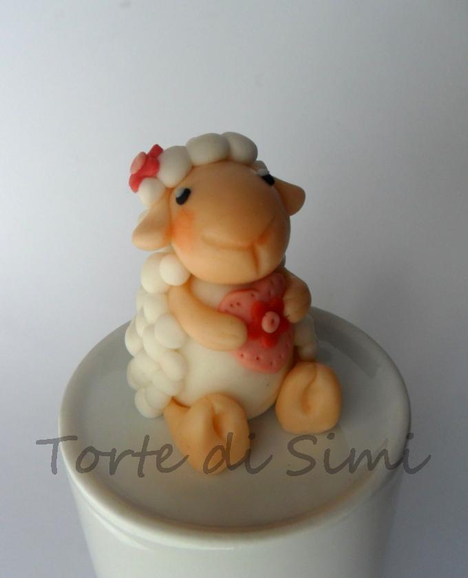 Ecco la nostra pecorella!Piccolo topper per Pasqua
