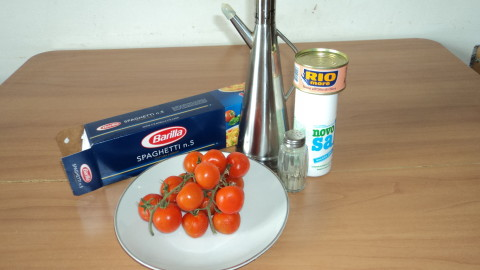 Spaghetti con pomodoro ingredienti