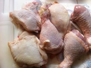 Lavare e asciugare il pollo