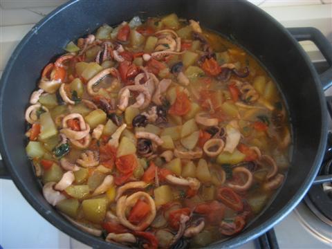 Cuocere per altri 15 - 20 minuti a coperchio chiuso.
