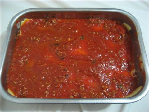 L'ultima parte deve essere ricoperta di sola salsa. Cuocere in forno tradizionale preriscaldato a 180°per circa 30-40 minuti.