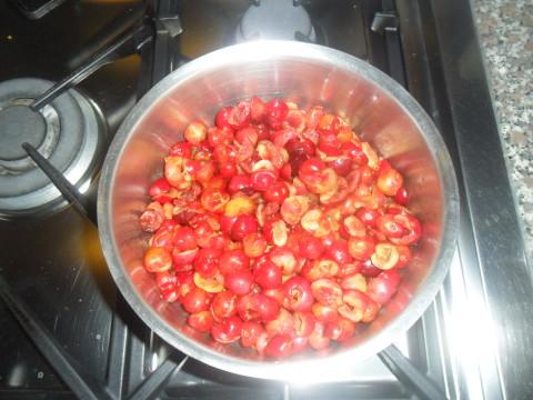Mettete la frutta in una pentola