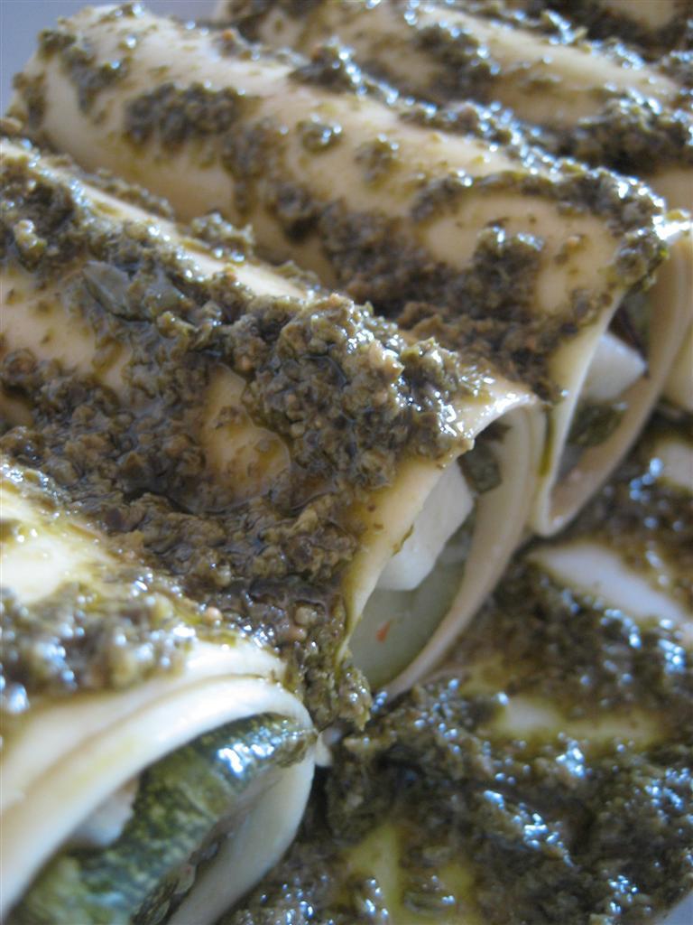 e versare il restante pesto sulla superficie. Cuocere in forno preriscaldato a 180° per circa 15 minuti