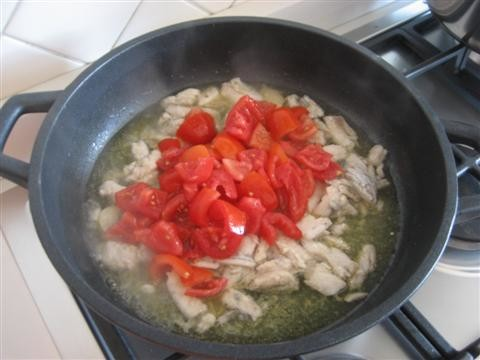 aggiungere i pomodorini tagliati in 4 parti