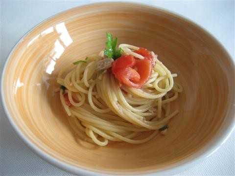 spaghetti con pesce bandiera pronto
