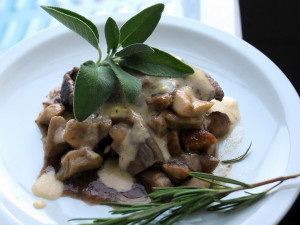 Filetto di manzo con porcini e fontina