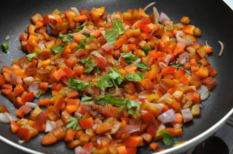 salate, pepate e poi aggiungete basilico e prezzemolo lavati e tritati anche grossolanamente