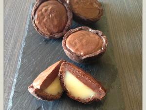 Tartellette al Cacao con caramello al burro salato e cioccolato