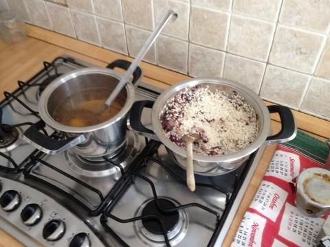 Aggiungere il radicchio ed il riso