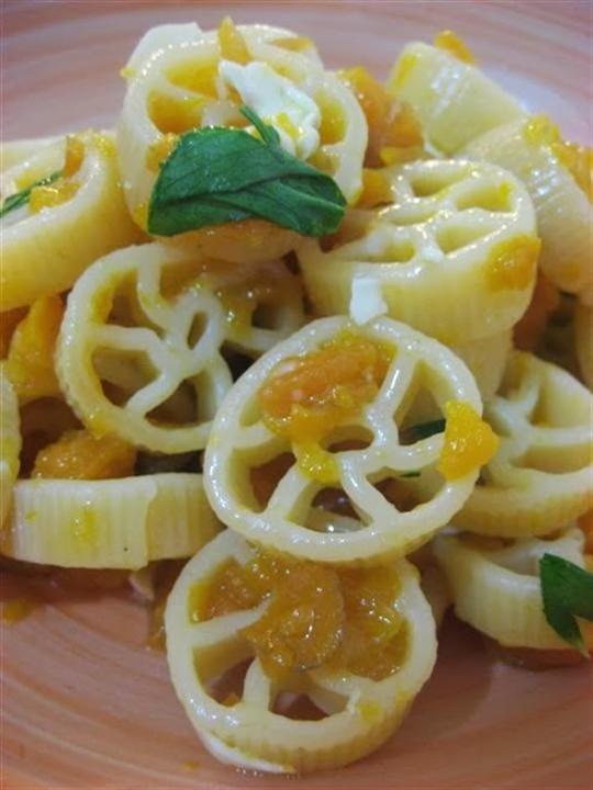 Pasta con carote e noci presentazione