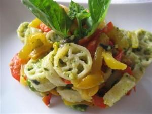 Pasta zucchine in crema e peperoni