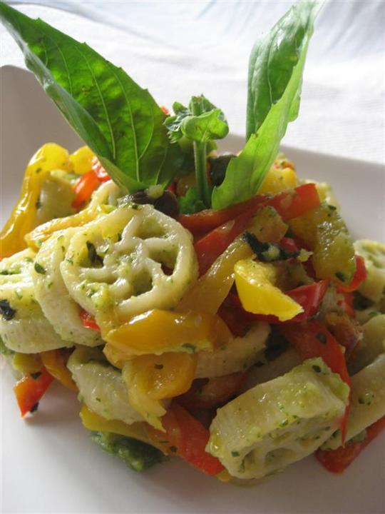 Pasta crema di zucchine e peperoni presentazione