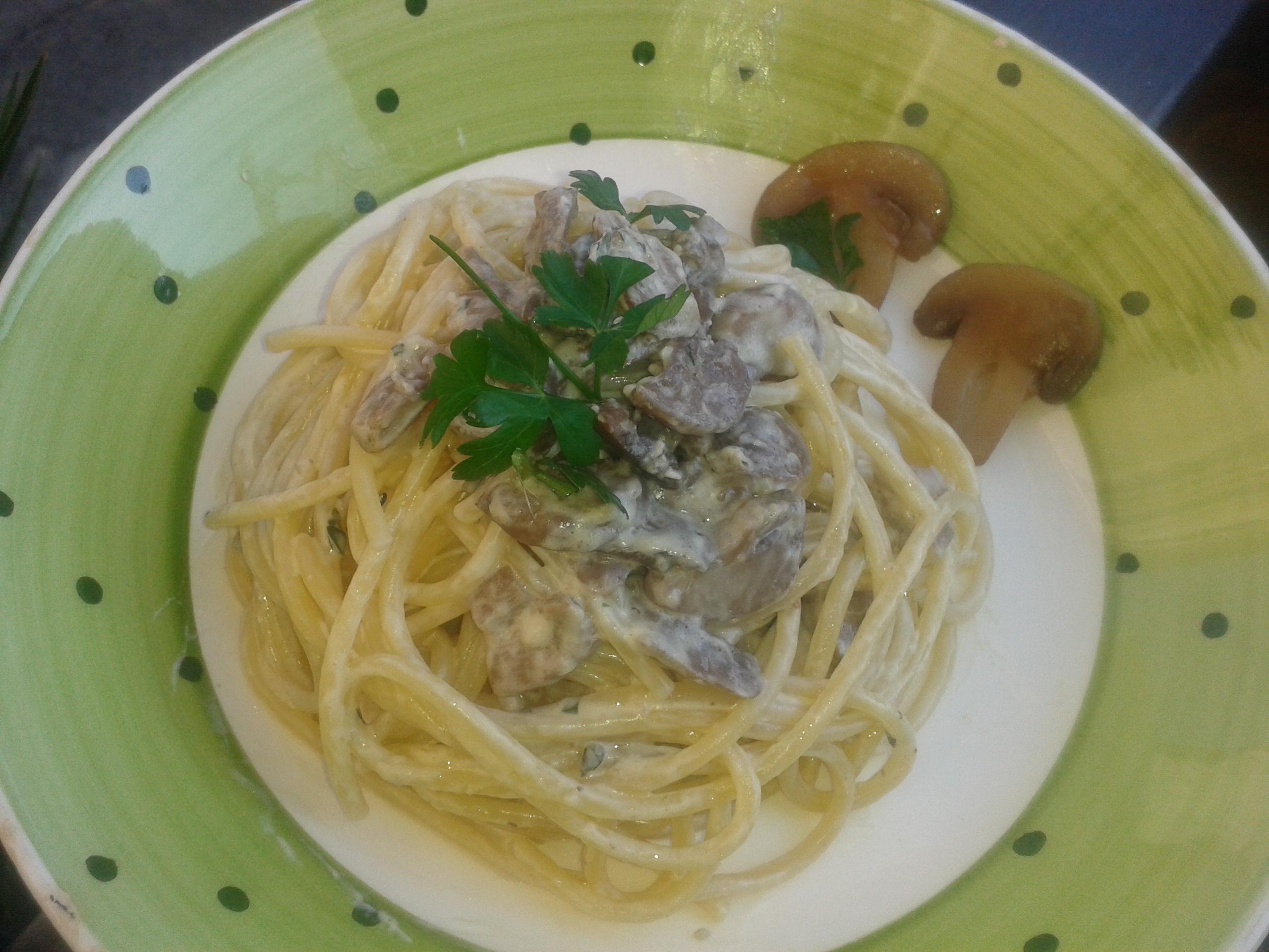 Spaghetti con funghi e philadelphia presentazione