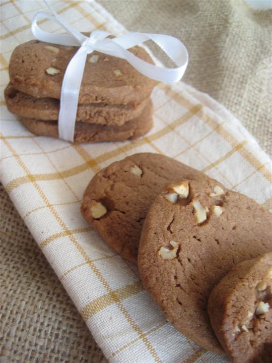 Biscotti cioccolato e nocciole presentazione