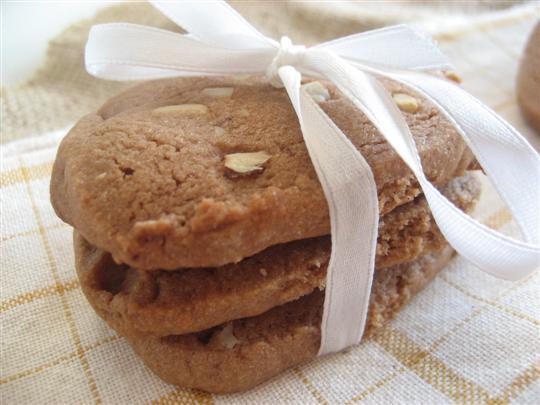 Biscotti cioccolato e nocciole pronti