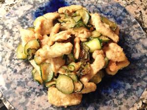 Bocconcini di pollo impanati con zucchine