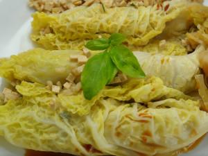 Involtini di verza con tofu e riso integrale